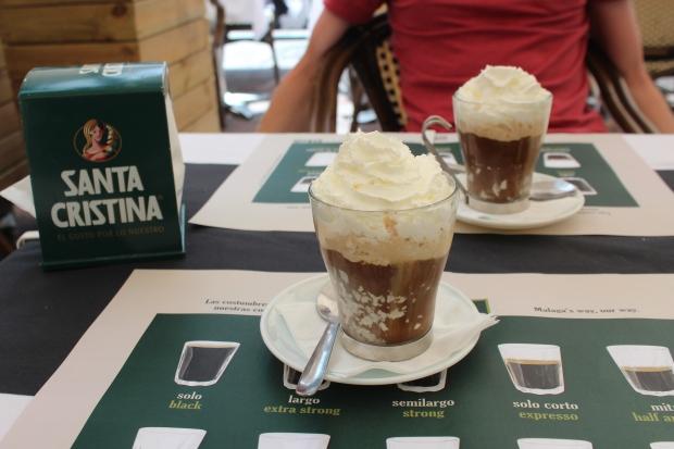 Cafe con leche y helado